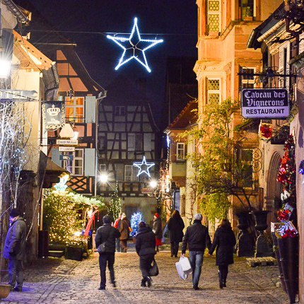 Rue de la Couronne in Riquewihr in December …